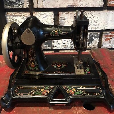 Antique Muller Toy Child Sewing Machine Model 19 Hand Crank Cast Iron