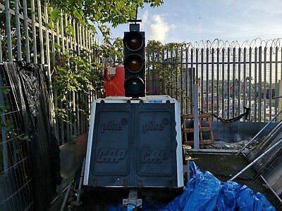 Pike 2 way solar traffic lights & Trailer