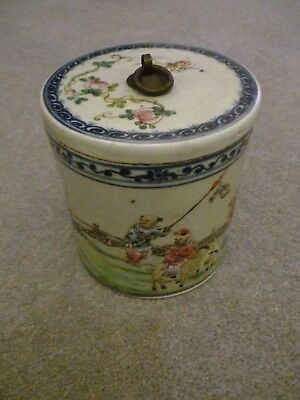Beautiful and delicate porcelain Chinese  Famille Rose Jar with Lid