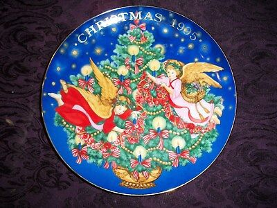 "Avon 1995 Christmas Collector's Plate ""Trimming The Tree"