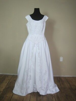 Vintage Renaissance style Princess Gown Wedding Sleeveless Dress Scoop Neck Bow