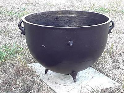 Very Special ca 1810 - Antique Cast Iron 20G Campfire Gypsy Kettle Cauldron Pot