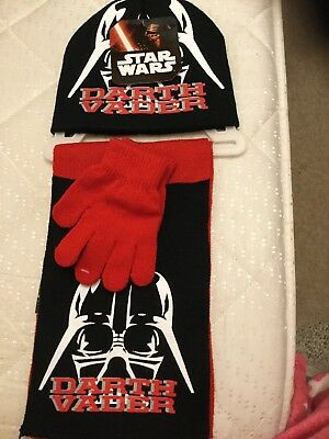 New With Tags Boys Hay Glove & Scarf Set , One Size , Theme Star Wars .