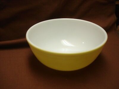 Vintage Pyrex Mixing Bowl 404 4 Qt Yellow Primary Colors Ovenware: Near Flawless