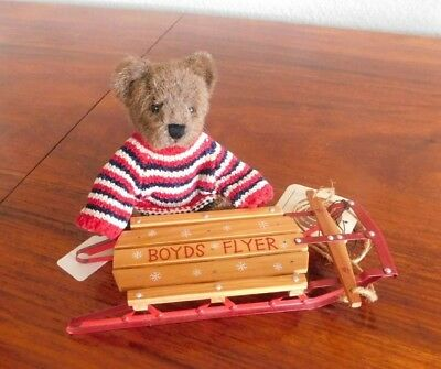 Boyds Bears Patrick Bearsevelt #913966 (1986) with a Boyds Flyer Sled included