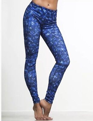 d948755ce59ae7 ALO AIRBRUSH LEGGINGS Size XS Blue Camo NWT Yoga Pants GORGEOUS ...