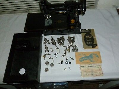 Vintage(1948)Singer Featherweight 221 Sewing Machine w/attachments/Mint Cond.W@W