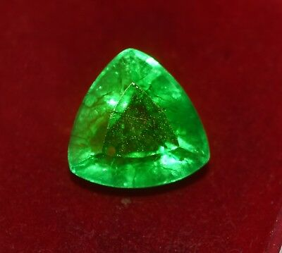 Natural Green Emerald, GGL Certified 7.10 Cts Trillion Shape Zambian Gem