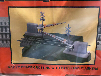 Lionel 6-12062 FasTrack Grade Crossing with Gates and Flashers -  BRAND NEW