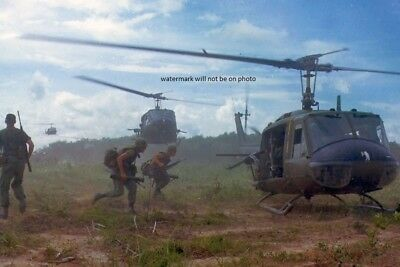 UH-1D Huey Helicopters airlifting U.S. Soldiers 4x6 Vietnam War Photo 15
