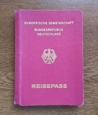 GERMANY collectible 1997 MRP passport travel document (invalid/expired)