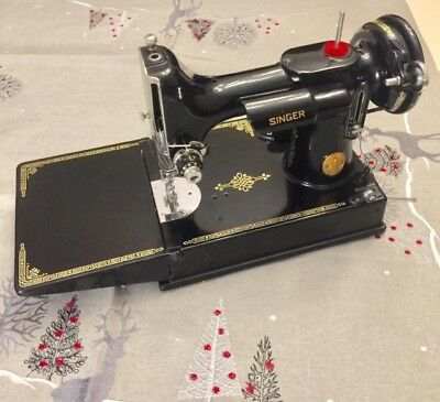 Vintage Singer Featherweight Sewing Machine 1948 with case