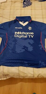 Glasgow Rangers football shirt. Size Medium