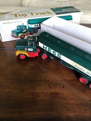 Hess Truck 1977 Vintage with box