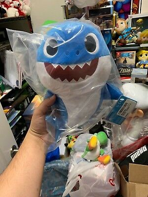 Pinkfong Baby Shark Official Song Doll - DADDY SHARK - by WowWee