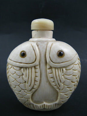 Collectible Chinese Old Cattle Bone Hand Carved Fish Snuff Bottle