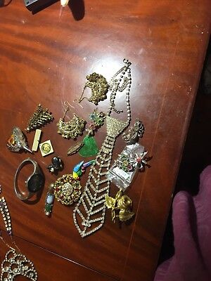 Job Lot Vintage Costume Jewellery BROOCHES -For wear /Reselling