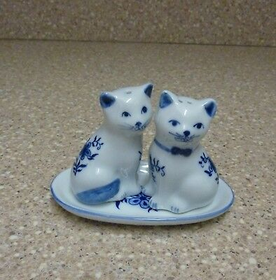 Blue & White Cat Salt & Pepper Set w/ Tray-Handcrafted in Thailand