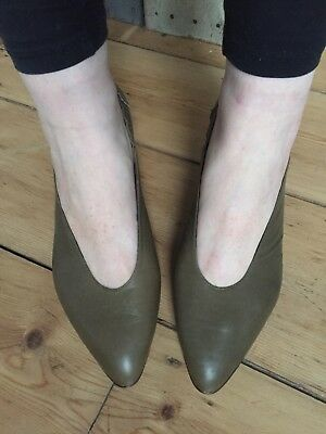 New Vintage Roland Cartier Grey Leather Heels With Metal Stud Detail 6 39