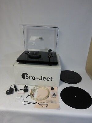 PRO-JECT DEBUT CARBON DC Turntable - Black