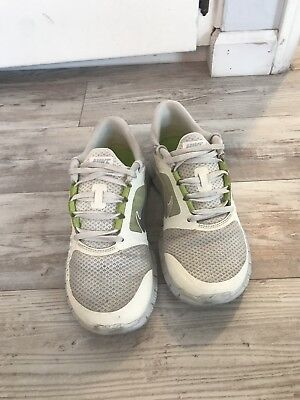 fe7497c2d991f Women s Reebok Classic White   Lime Green Athletic Shoes Size 8.5.