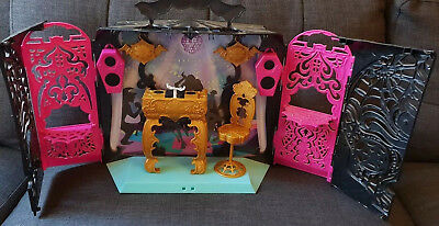 Monster High - 13 Wishes Party Lounge Playset (Speakers Plays Music) (*No Dolls)