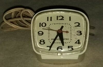Vintage General Electric GE Alarm Clock Model #7290 Made In USA Collectible