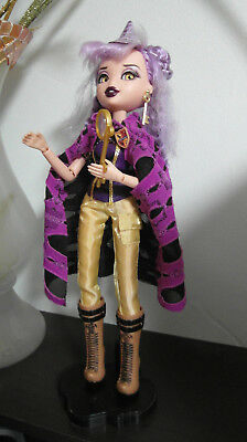 Bratzillaz doll - Yasmina Clairvoya with clothes, stand and accessories