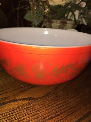 Vintage Large PYREX MIXING BOWL Red w/ PINECONES & HOLLY Christmas winter