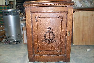 Antique Wheeler & Wilson W9 treadle sewing machine with Oak parlor cabinet