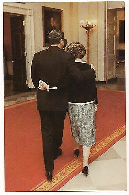 President RONALD REAGAN and NANCY Private HUG POSTCARD 10/06/81 Unused
