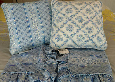Longaberger - 2 Pillows (17 in X 17 in) - 2 King Pillow Shams (40 in X 26 in)