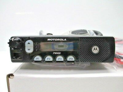 MOTOROLA PM400 AAM50KQF9AA3AN VHF 64 CH 45W 146-174 MHz USED W / NEW ACCESSORIES
