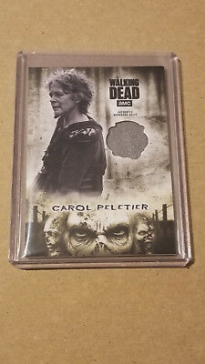 Topps Walking Dead Hunters And The Hunted Carol Peletier Wardrobe Relic Card