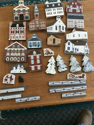 Cats Meow Village Lot Of 28 Wood Accessories / Small Pieces. 80'S AND 90'S.