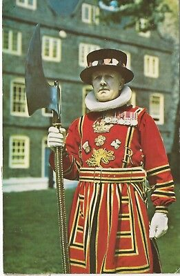 "A ""BEEFEATER"" TOWER OF LONDON (Yeoman Guard) 1959 Photochrome Era Postcard USED"