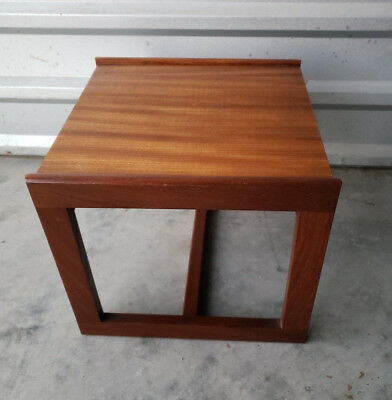 Retro Mid-Century Modern 1960's Small Occasional Table! vtg side/end lamp stand