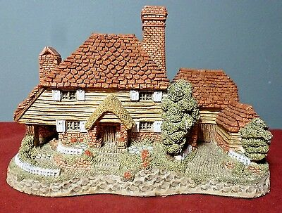 """1985 Hand Painted """"KENT COTTAGE"""" by David Winter ~ Made in Great Britain"""