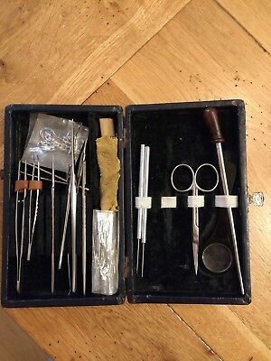 Antique vintage dissection kit set in navy blue case. 20th century.