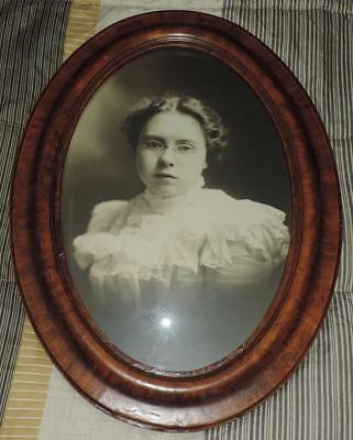 """ANTIQUE 24.25"""" OVAL WOOD PICTURE FRAME w/CONVEX BUBBLE GLASS YOUNG WOMAN PICTURE"""