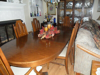 BROYHILL CHINA CABINET and dining table with 6 chairs, used ...