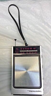 Vintage Realistic Transistor Handheld Radio Model 12-662 AM/FM Portable WORKS