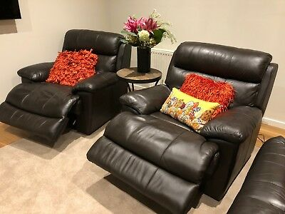 2 single leather powered recliners in excellent condition