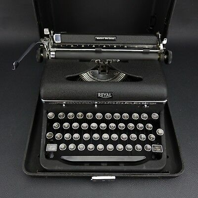Vintage Hemingway Royal Portable Quiet Deluxe Typewriter c 1940's - Excellent!