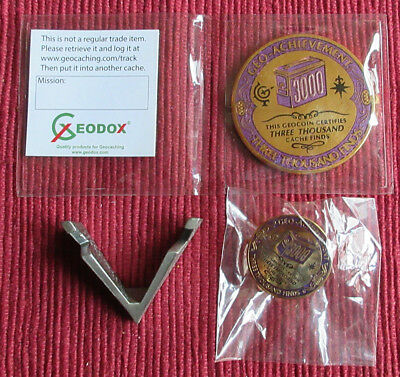 Geo-Achievement Geocaching Achievement Geocoin & Pin Set 3000 Finds & Ständer