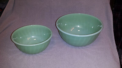 """Vtg Fire King Jadeite Swirl Pattern Green Glass  9"""" & 7"""" Oven Ware Mixing Bowls"""