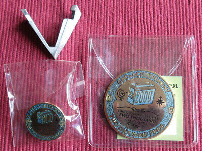 Geo-Achievement Geocaching Achievement Geocoin & Pin Set 2000 Finds & Ständer