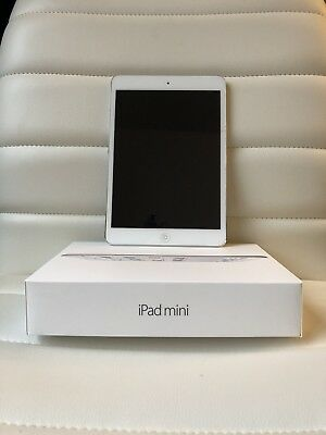 Apple iPad mini 2 16GB, Wi-Fi, 7.9in - Silver (CA)