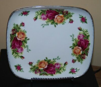 "Vintage Royal Albert 1962 Small Tray Plate Bone China England 6 1/2"" Gold Trim"