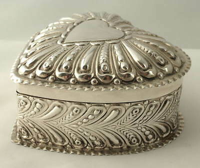 VICTORIAN WILLIAM COMYNS SOLID SILVER HEART SHAPED JEWELLERY BOX ~London 1896